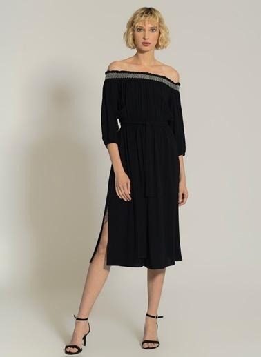 NGSTYLE Gipe Detaylı Carmen Yaka Elbise Siyah
